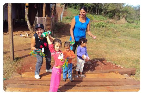 Visitadoras o Programa Primeira Infância Melhor durante visitação domiciliar.