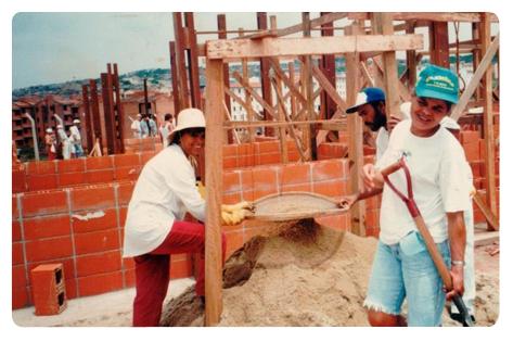 A Associação União da Juta surgiu da experiência de autogestão popular e mutirão para a construção de 160 unidades habitacionais no bairro Fazenda da Juta, região de Sapopemba, zona Leste de São Paulo.