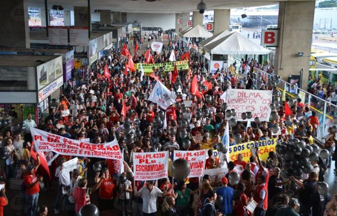 Sindicatos de professores participam de ato contra o PL da terceirização Foto: EBC