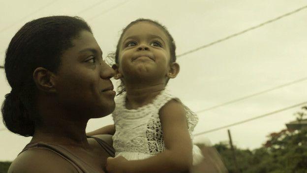 Mães como Monique (foto) reclamam de solidão e dificuldades financeiras durante período final da gestação, em Recife. Imagem: Emilia Silberstein